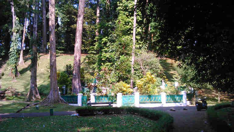 Makam Mbah Jepra di Kebun Raya Bogor