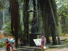 Monumen Kelapa Sawit di Kebun Raya Bogor