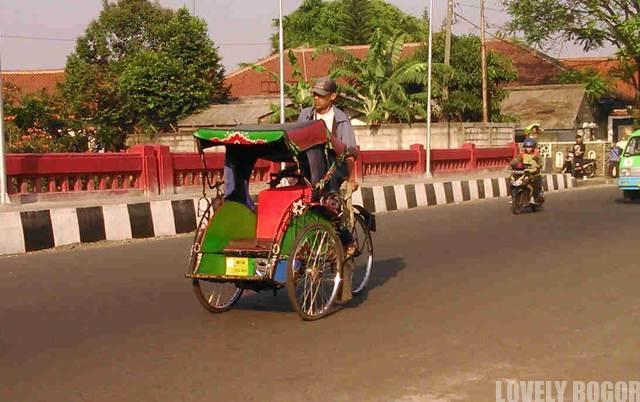 Tukang Becak di Jalan MA Salmun Bogor