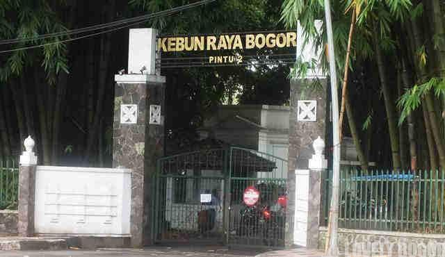 Pintu Masuk kebun Raya Bogor