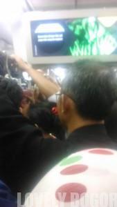 Hiburan Kecil di atas Commuter Line