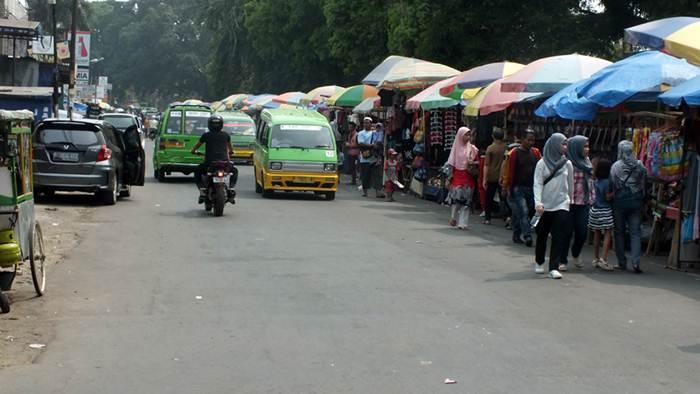 Berjalan kaki Di Jalan Dewi Sartika Bogor