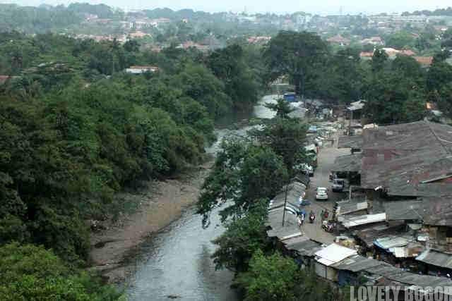 Sungai Ciliwung di Pasar Jambu Dua