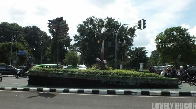 Patung Bunga Bangkai di Bogor