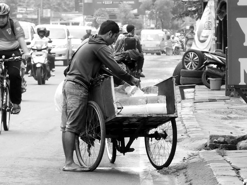 Penjual Es Balok Di KS Tubun Bogor
