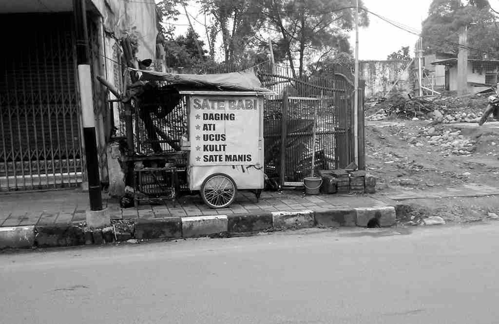 Penjual Sate Babi Di Jalan Suryakencana Bogor