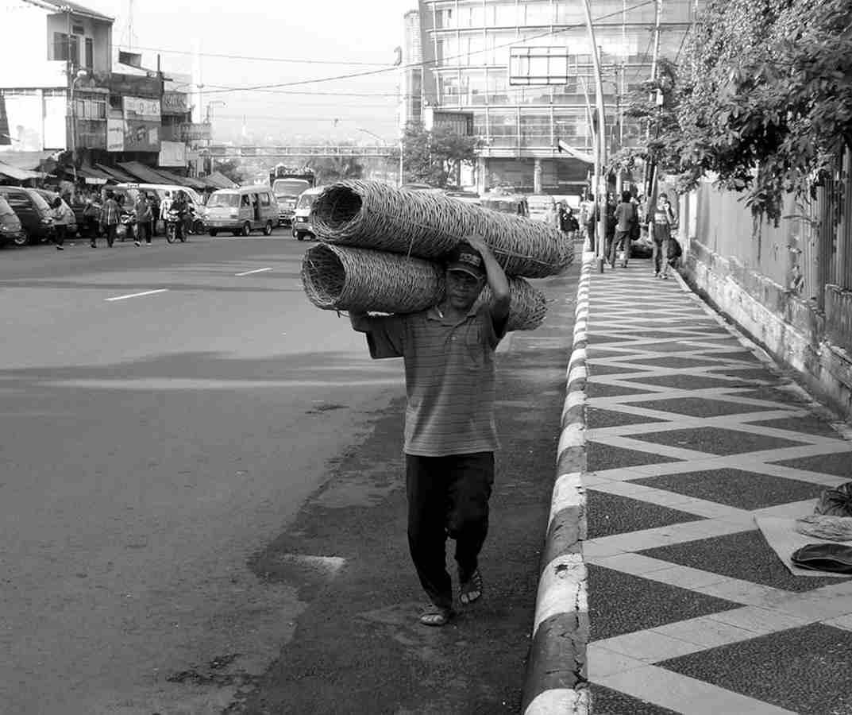 Penjual Bongsang atau Keranjang Bambu Di Bogor