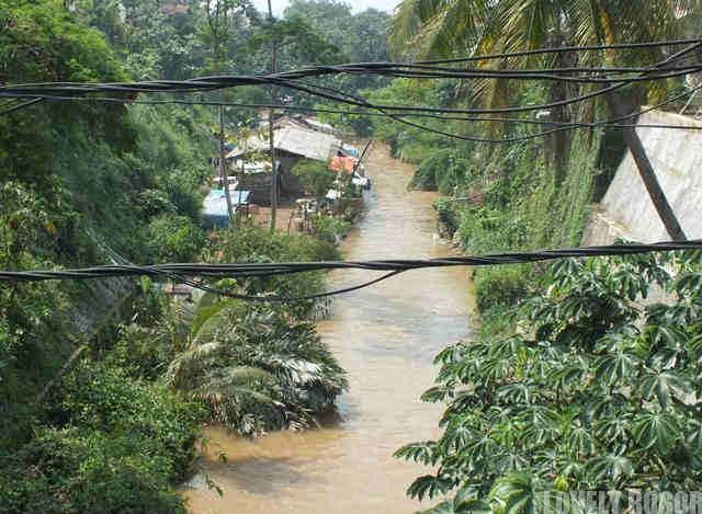 Pendangkalan dan Penyempitan Sungai Di Bogor