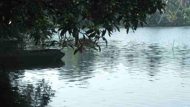 Perahu Tua Di Situ Tonjong