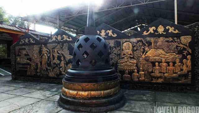 Stupa in 8 Pho Sat Temple
