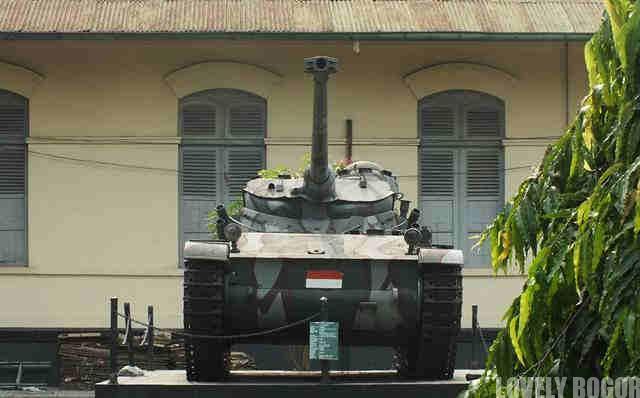 AMX 13 Monument