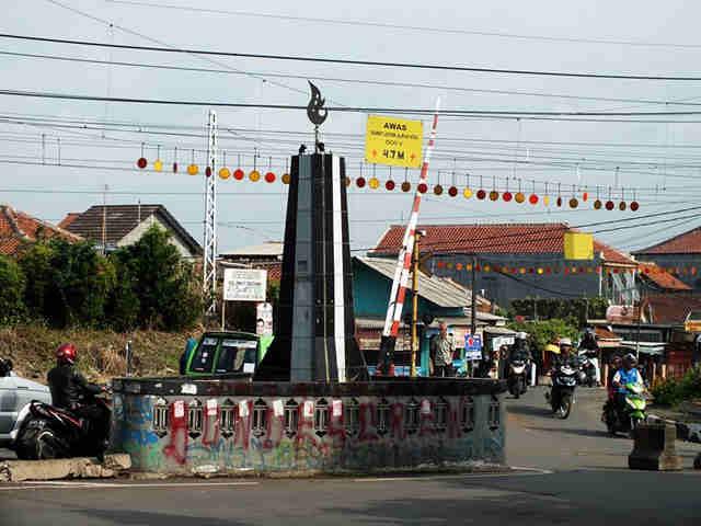 Tugu Kujang Mini di Bogor