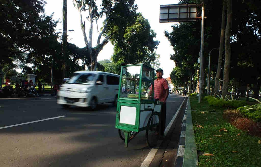 Penjual Kue Ape Bogor