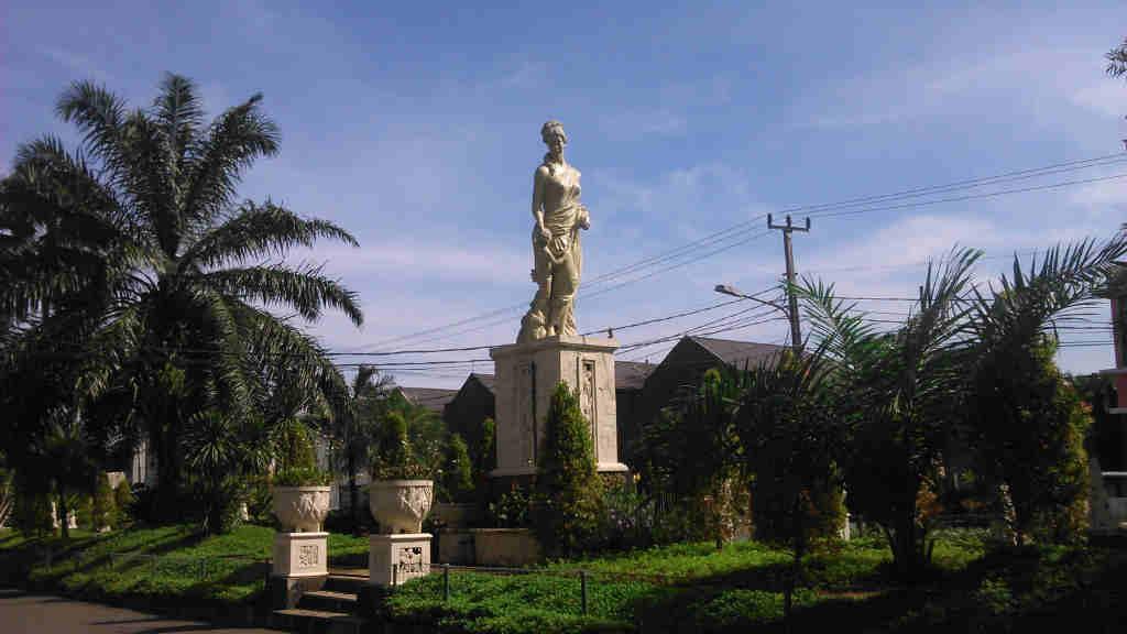 Patung Wanita Di BCC