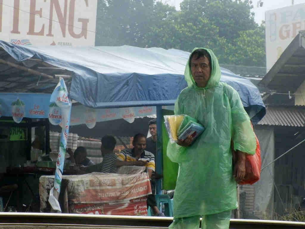 Penjual Jas Hujan Sekali Pakai Bogor