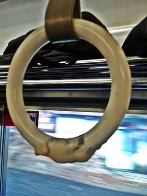 Bekas Permen Karet di Commuter Line