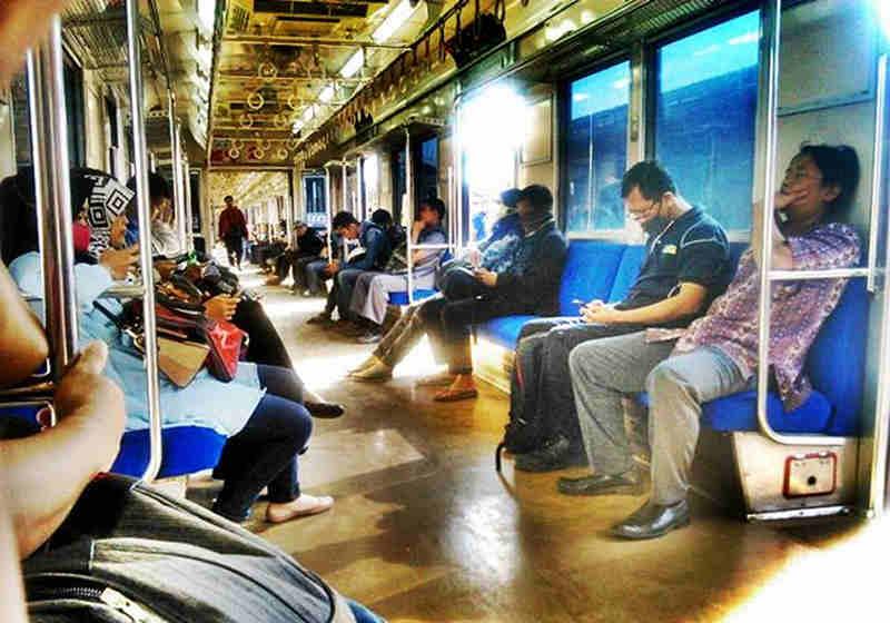 Penumpang Commuter Line