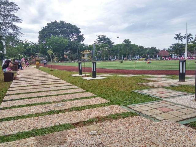 Jalan setapak di lapangan sempur Bogor