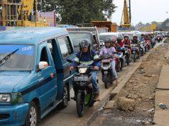 Menikmati Kemacetan Jalan Soleh Iskandar