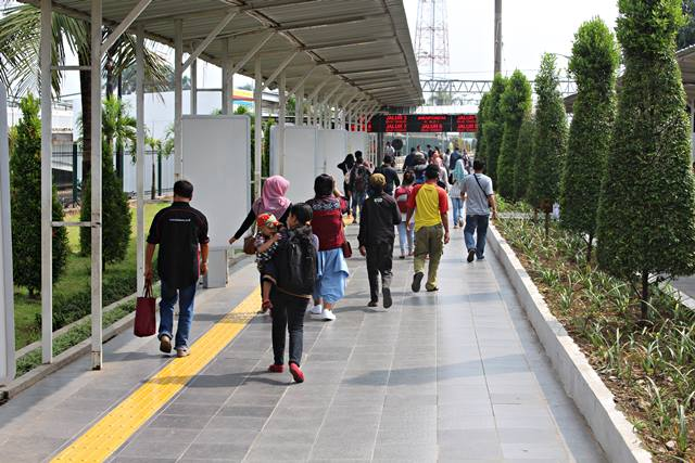 The Inside Look of Bogor Train Station 3