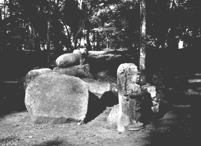 patung syiwa dan lembu nandi di kebun raya bogor