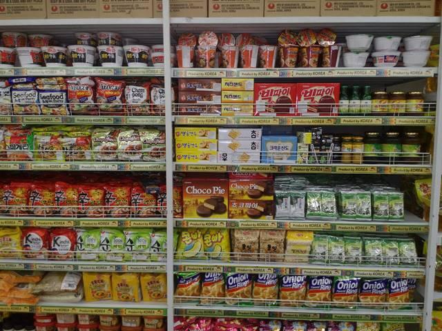 Produk makanan kemasan asal Korea di Giant Ekstra
