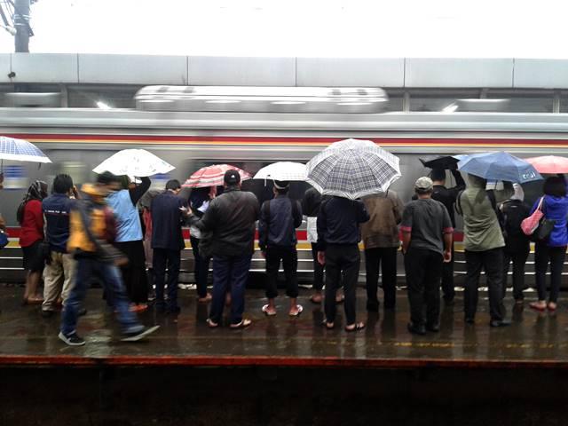 Sedia Payung Sebelum Commuter Line Datang