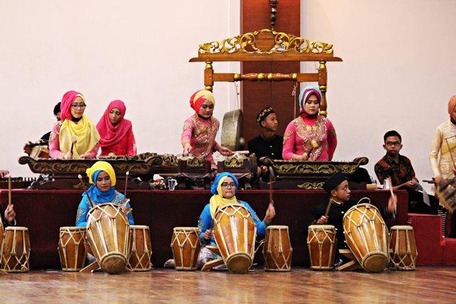 tim degung borcess bogor center school masih ada juga anak muda yang belajar seni tradisional