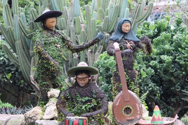Patung Pemain Musik di Taman Meksiko Kebun Raya Bogor