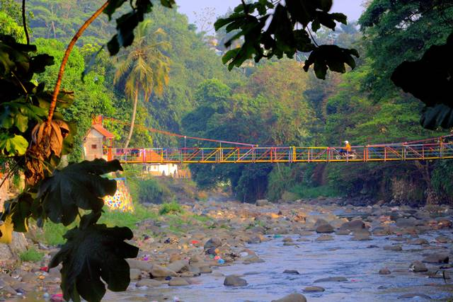 Jembatan gantung warna warni sempur lebak kantin a