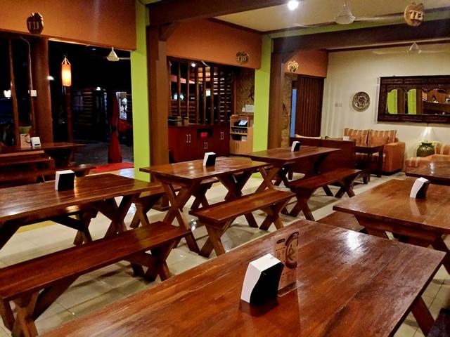 ruang makan di restoran bumi aki bogor