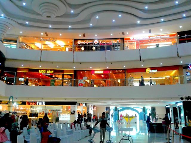Cibinong city mall pusat perbelanjaan golongan menengah ke atas