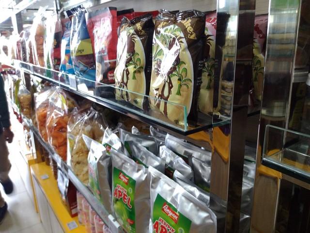 Lapis Bogor Sangkuriang Bukan Hanya Menjual Lapis Talas Lho 001 (3)