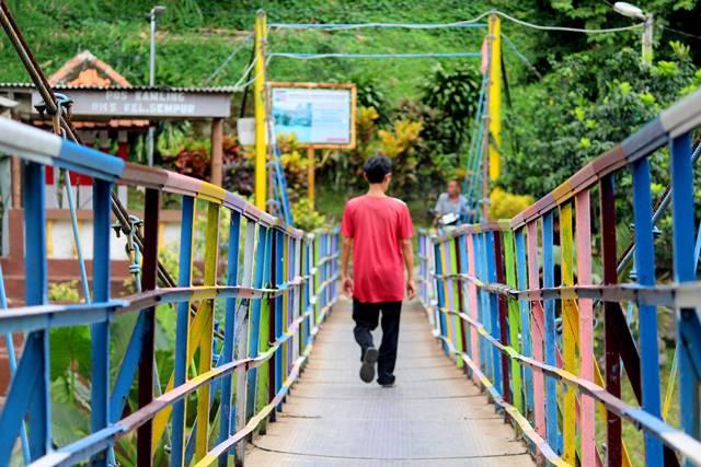Ternyata ada jembatan penuh warna yang lain di Sempur a