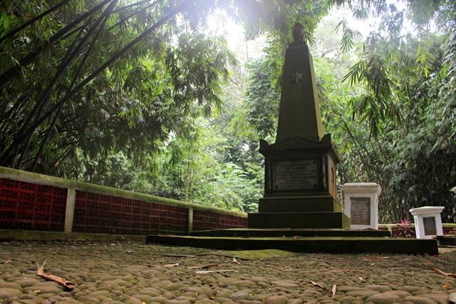 Makam Ary Prins - Dua Kali Menjabat Gubernur Jendral Hindia Belanda