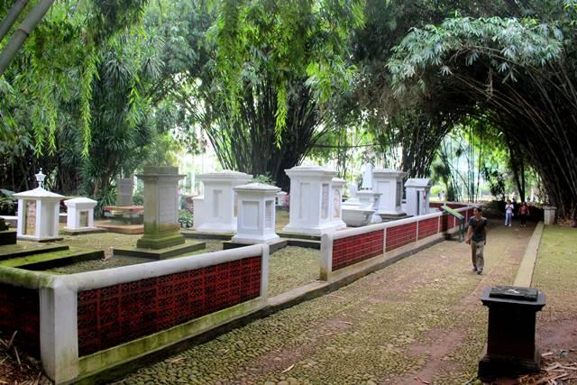 Pemakaman Belanda Kuno di Kebun Raya Bogor 2