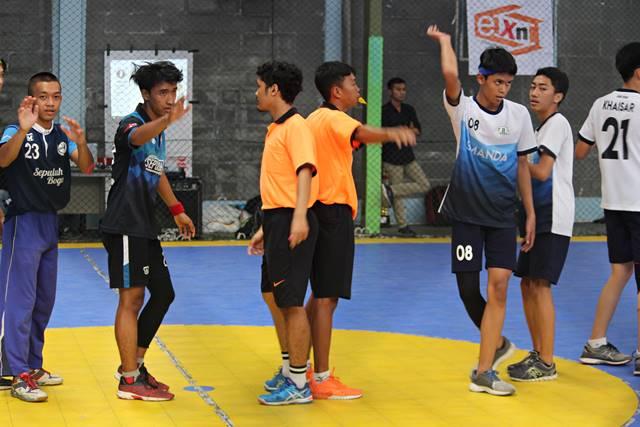 Sekilas tentang Handball atau Bola Tangan 4 - dua wasit dalam handball