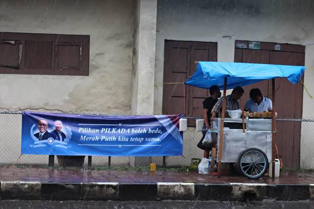 Para Pencari Rejeki di ajang Cap Go Meh Bogor 2018 2 - penjual gorengan