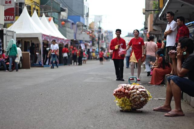 Para Pencari Rejeki di ajang Cap Go Meh Bogor 2018 2 - penjual kacang