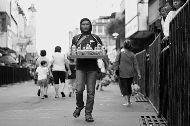 Para Pencari Rejeki di ajang Cap Go Meh Bogor 2018 2 - penjual minuman