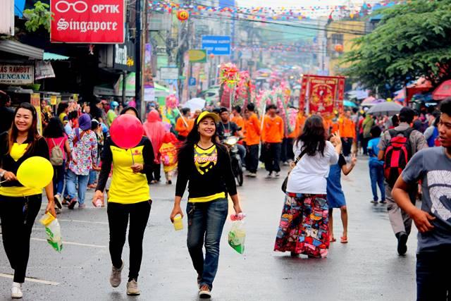 Para Pencari Rejeki di ajang Cap Go Meh Bogor 2018 2 - sales promotion girl 2