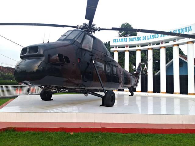 sikorsky s-58 atau h-34 twin pac monumen helikopter bogor