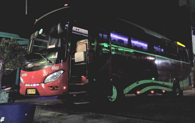 Menikmati Kenyamanan Royal Class Bus Damri Bogor - Lampung A