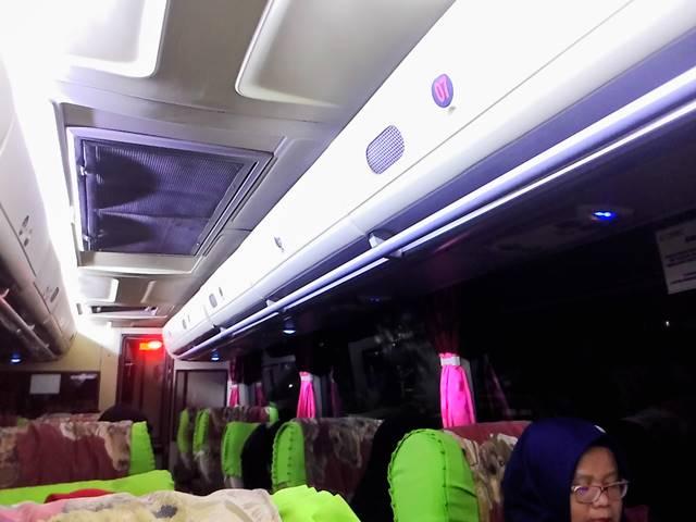 Menikmati Kenyamanan Royal Class Bus Damri Bogor - Lampung C