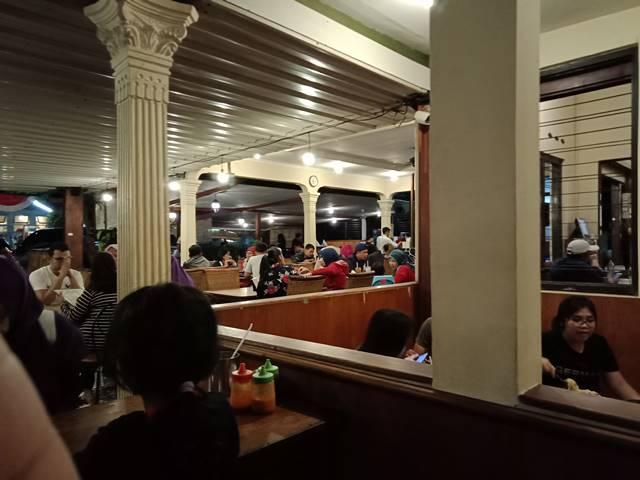 ruang makan di restoran Kedai Kita Bogor