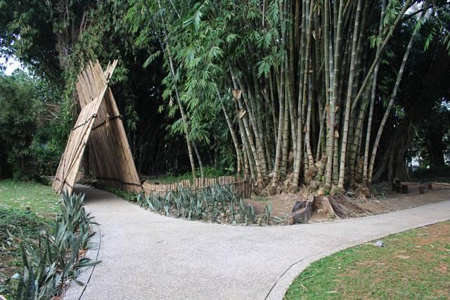 Kompleks Makam Belanda Kuno di Koleksi Bambu Kebun Raya Bogor 2