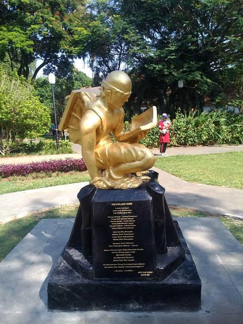 Patung Revitalisasi Sumpah Pemuda Hiasi Taman Kencana 2