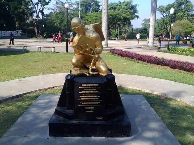Patung Revitalisasi Sumpah Pemuda di Taman Kencana 3