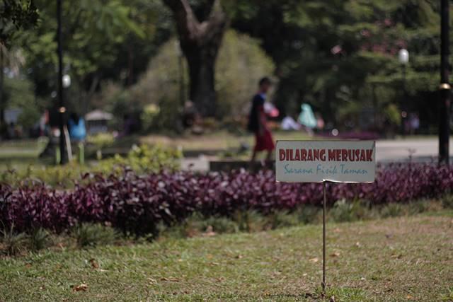 Tata Tertib Pengunjung Taman Kencana Yang Harus Dipatuhi - dilarang merusak sarana fisik taman a