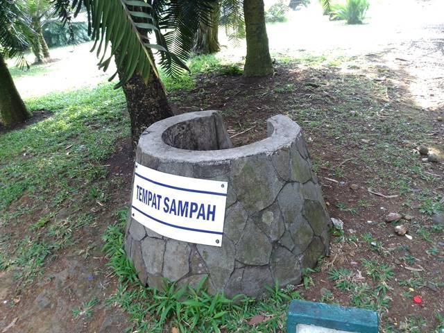 Tempat Sampah di Kebun Raya Bogor - Mana Yang Anda Pilih